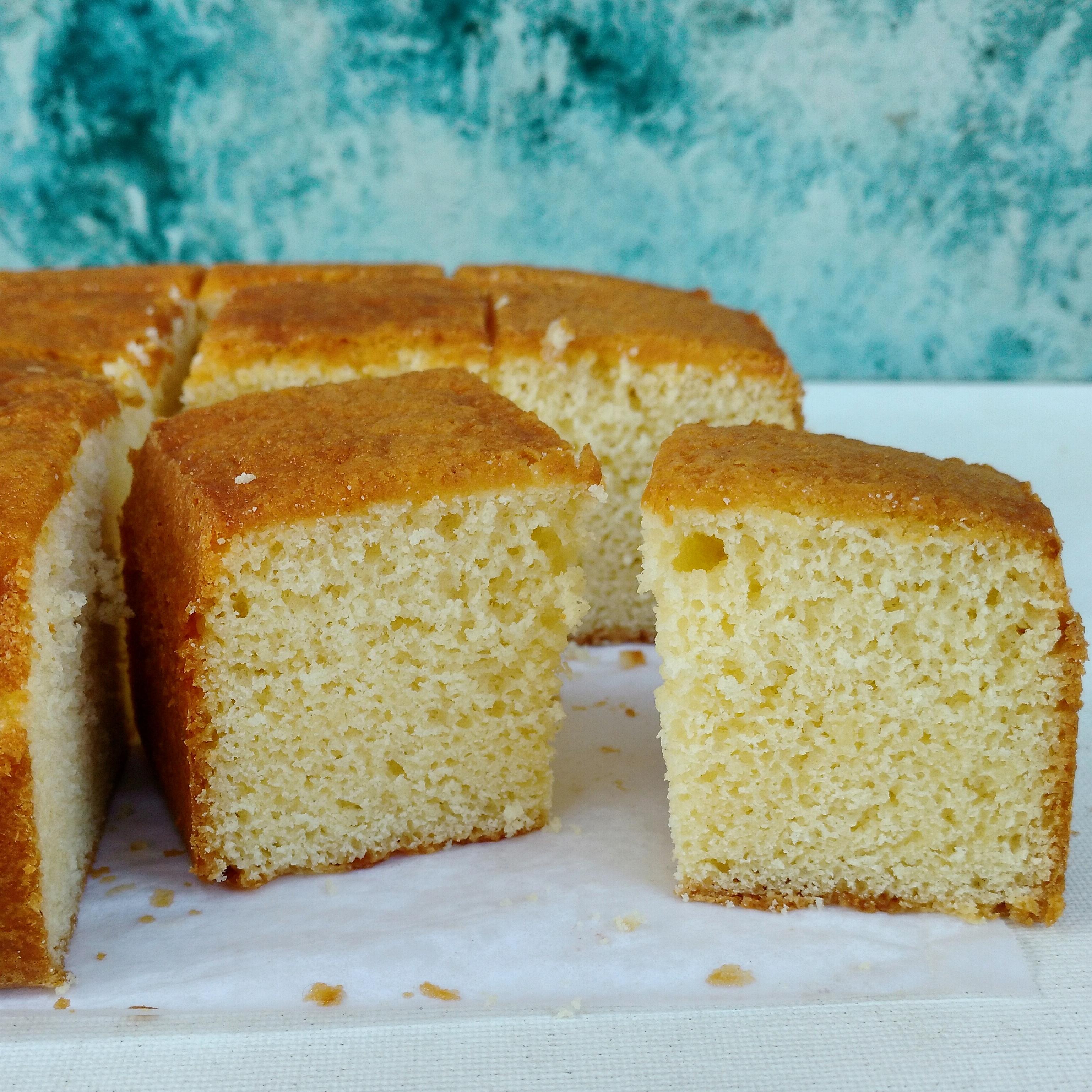 White chocolate sponge cake - FLOURS & FROSTINGS